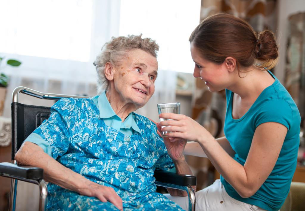 Accompagner des personnes âgées atteintes de la maladie d'Alzheimer